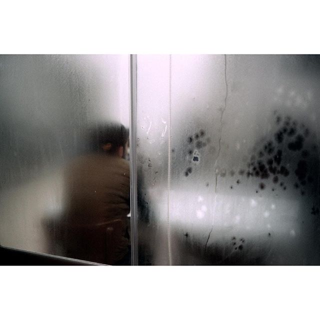 Fogged-Up, Cihangir#cihangir #istanbul #foggedup #foggedupwindows #windows #moody #myminolta #minoltacle #analogue #filmphotography #fujifilm #fujic200 #c200