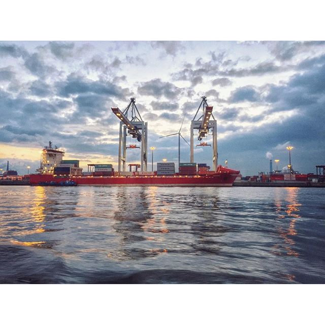 Hafen#hafen #hamburg #port #sunset #portofhamburg