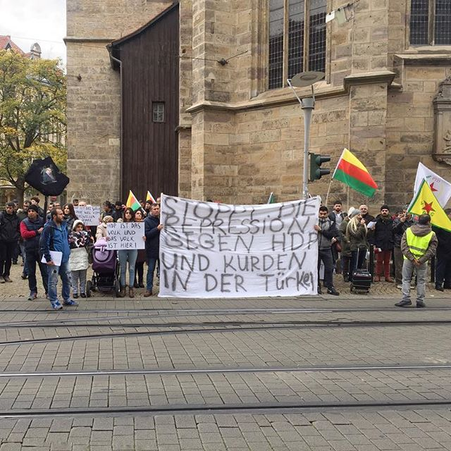 Kurdish people demonstrate their solidarity in Erfurt with the detained HDP politicians in turkey. #staystrong #hdp #kurdish